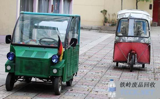 男子废物利用制作电动车