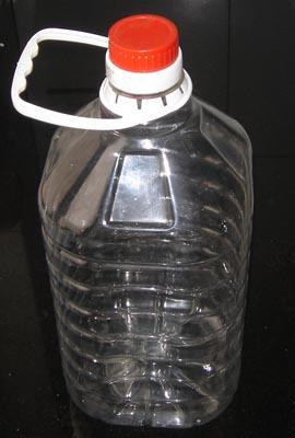 废物利用:塑料桶当花盆